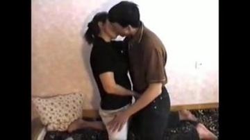 Долгий поцелуй с сыном и поза 69