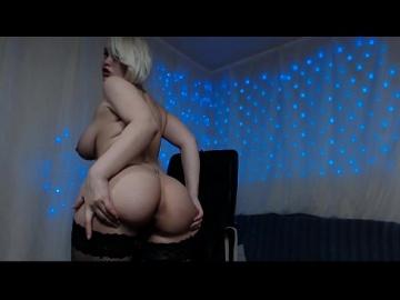 Русская Удивительная порнозвезда с большими молочными сиськами
