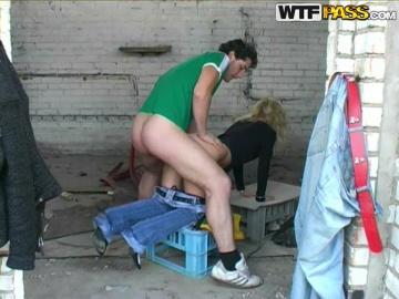 Пикапер долбит в задницу русскую профуру