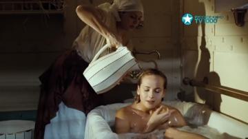 Горшкова Анна моется в ванной Пассажирка.2008