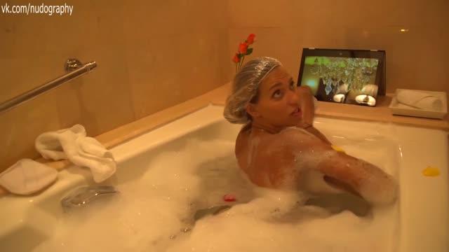 Регина Тодоренко голая в ванной на съёмках эпизода передачи.