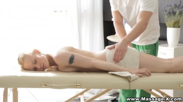 Секс на складном массажном столе