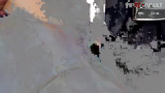 Молоденькая Амира Адара с большой попкой занимается сексом