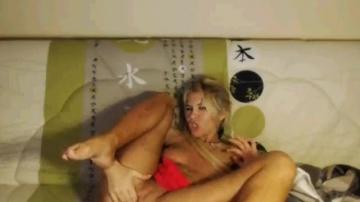 Русская MILF кам модель показывает свою сочную сраку на веб-камере