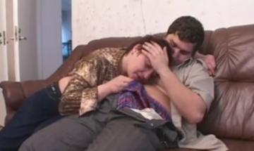 Мама соблазнила неопытного сына девственника